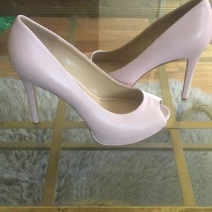 Guess pink leather pump